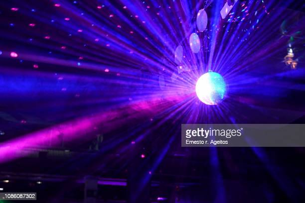light beams reflecting from a disco ball - dancing stockfoto's en -beelden