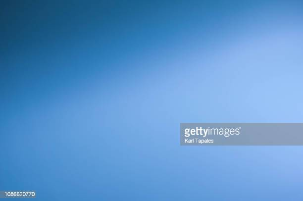 a light blue colored background - blauer hintergrund stock-fotos und bilder