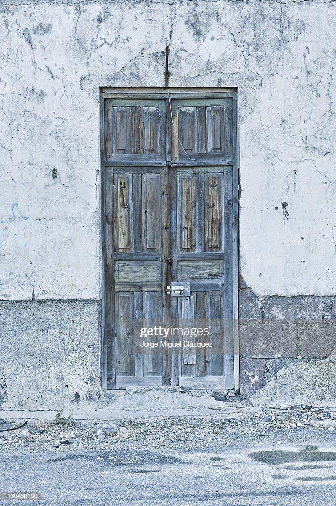 Light blue door : Foto de stock