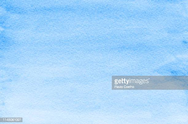 light blue watercolor background - wasserfarbe stock-fotos und bilder