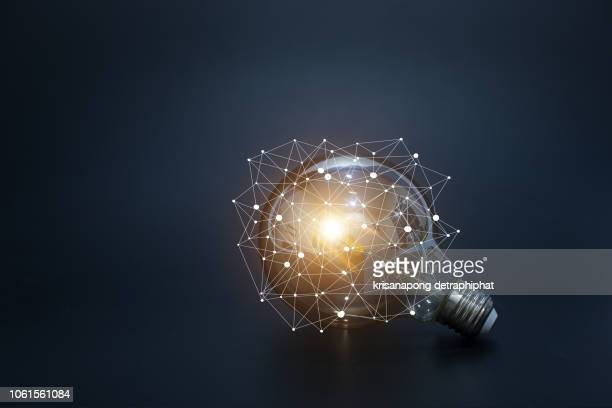 light bulbs concept,ideas of new ideas with innovative technology and creativity. - deskundigheid stockfoto's en -beelden