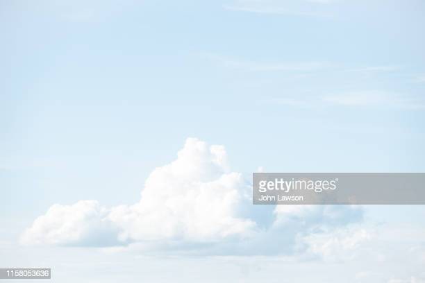 light fluffy cumulus cloud - high key stock pictures, royalty-free photos & images