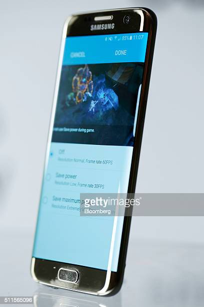 Light illuminates the extra curved edge of the Samsung Electronics Co Galaxy S7 edge with 3D thermo forming in this arranged photo in London UK on...