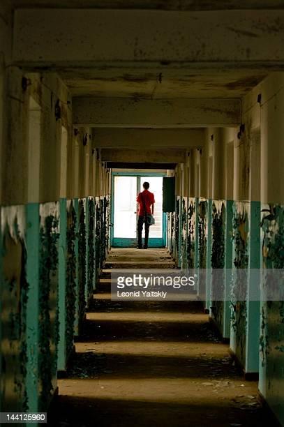 light in end of tunnel - ウクライナ トンネル ストックフォトと画像
