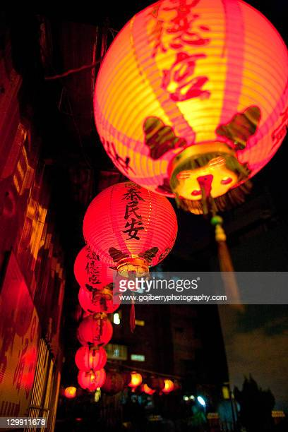 light lanterns at longshan temple