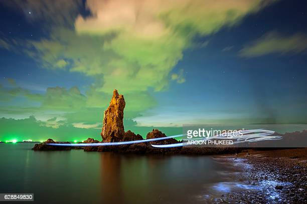 Light painting along the seascape