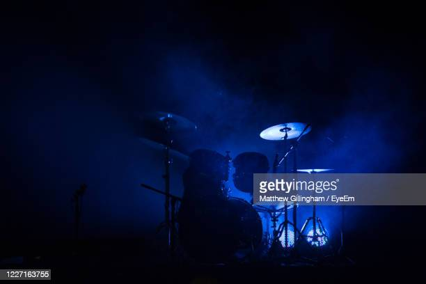 light painting at night - popular music concert stock pictures, royalty-free photos & images
