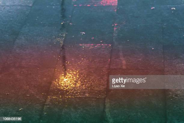 Light reflection on wet ground