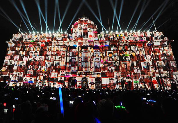 Fotos und Bilder von 4D Light Show In Shanghai | Getty Images