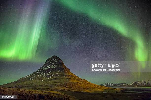 light show over kirkjufell - marginata stock pictures, royalty-free photos & images