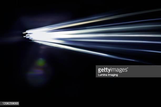 light streak - pinselstrich optik stock-fotos und bilder