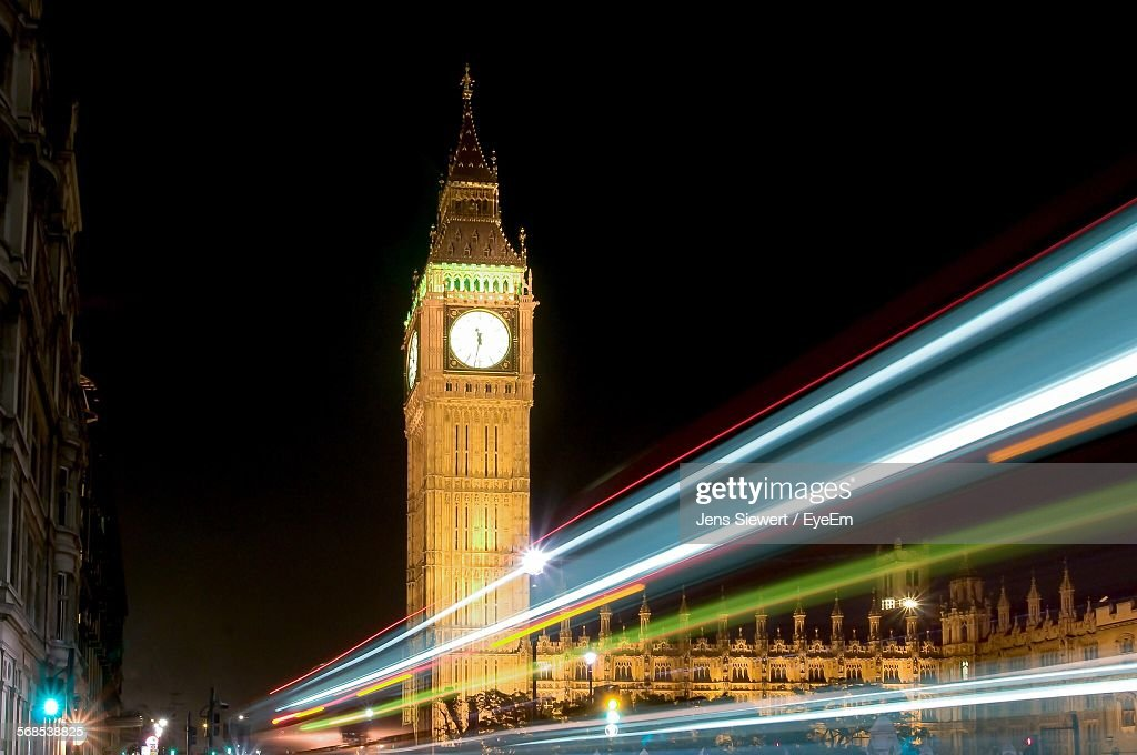 Light Trails Against Big Ben Against Sky At Night : Stock-Foto