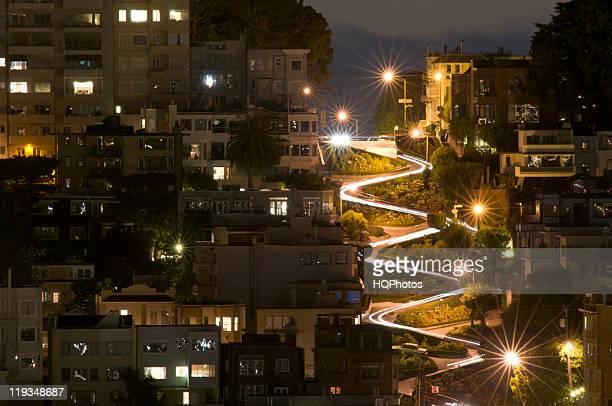 Licht Wege auf der Lombard Street in San Francisco