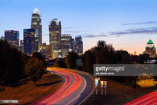 light trails, highway, charlotte, north carolina, america - charlotte north carolina bildbanksfoton och bilder