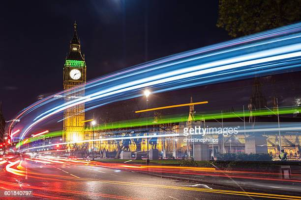 light trails in front of big ben, london, england, uk - parliament square stock pictures, royalty-free photos & images