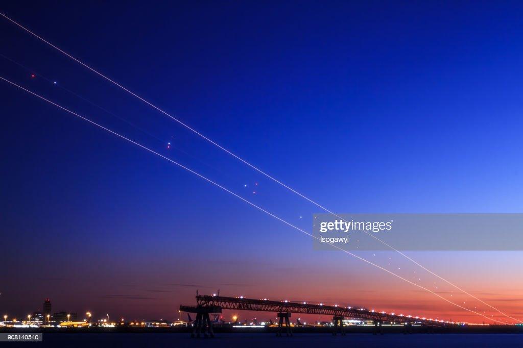 Light Trails In Twilight Sky : ストックフォト