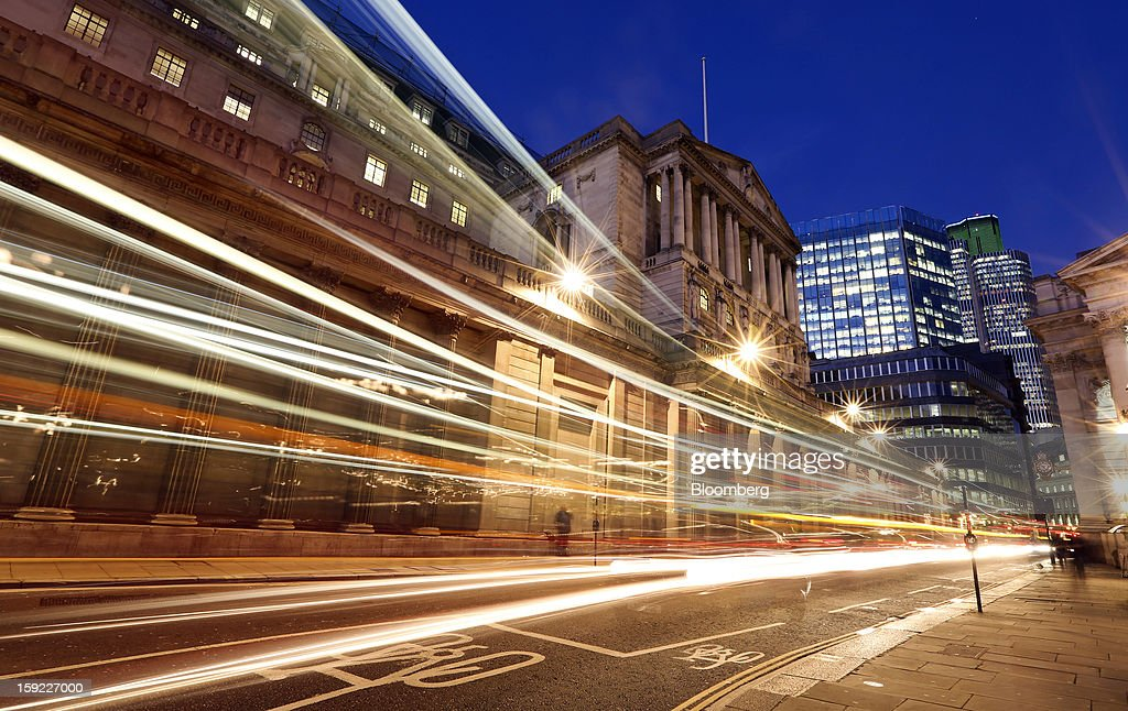 Light trails made by passing vehicles are seen outside the Bank of England (BOE), in London, U.K., on Wednesday, Jan. 9, 2013. Bank of England policy makers will probably refrain from adding further stimulus to the U.K. economy today as their new credit-boosting program shows early signs of success. Photographer: Chris Ratcliffe/Bloomberg via Getty Images