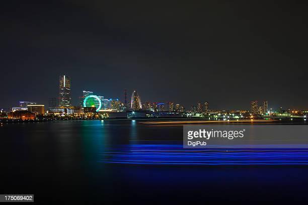 light trails of ships in yokohama bay - 横浜市 ストックフォトと画像