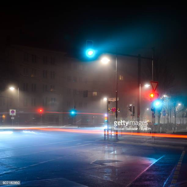 light trails on road in city at night - street stockfoto's en -beelden