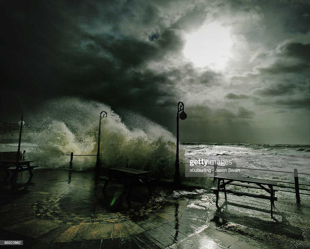 Light waves - Stormy weather : Stock Photo