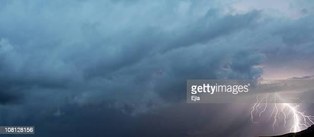 lighthning-thunderstorm