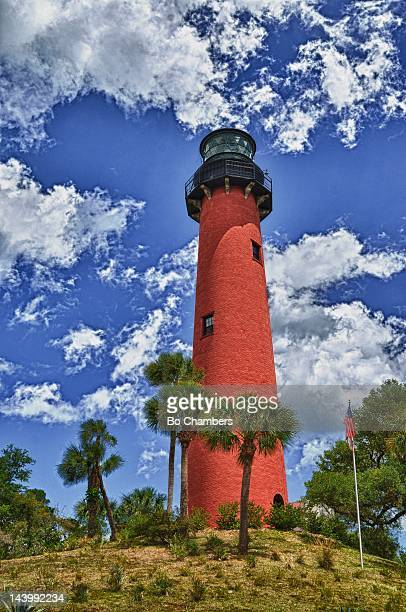 lighthouse against blue sky - jupiter florida stock pictures, royalty-free photos & images