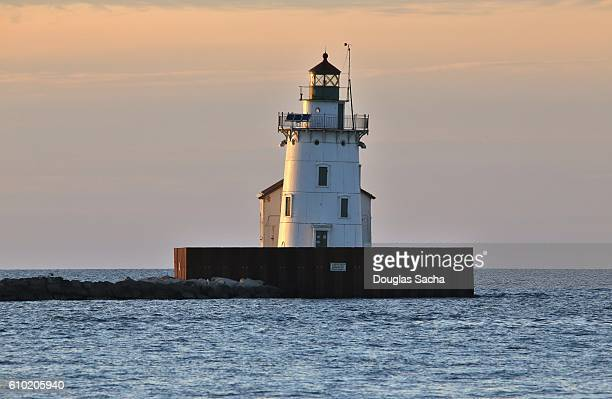 lighthouse and keepers house, cleveland harbor, ohio, usa - national landmark stock pictures, royalty-free photos & images