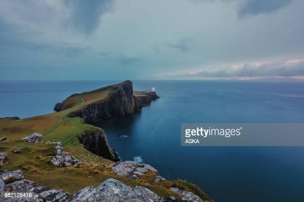 lighthouse at neist point (isle of skye, scotland) - isole shetland foto e immagini stock
