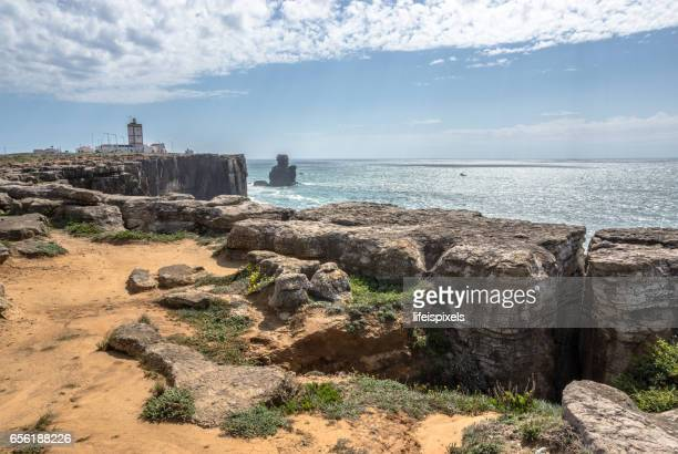 lighthouse, carvoeiro cape, peniche, portugal - lifeispixels stock pictures, royalty-free photos & images