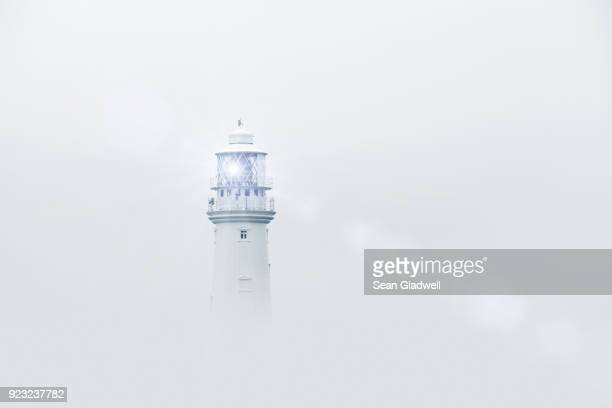 lighthouse in fog - nebel stock-fotos und bilder