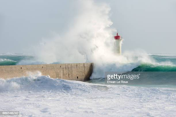 lighthouse in the storm - marée stock pictures, royalty-free photos & images