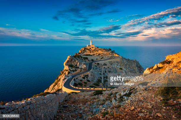 lighthouse of cap de formentor mallorca spain around sunset - islas baleares fotografías e imágenes de stock