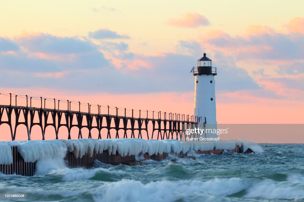 Lighthouse on Lake Michigan in winter : Stock-Foto