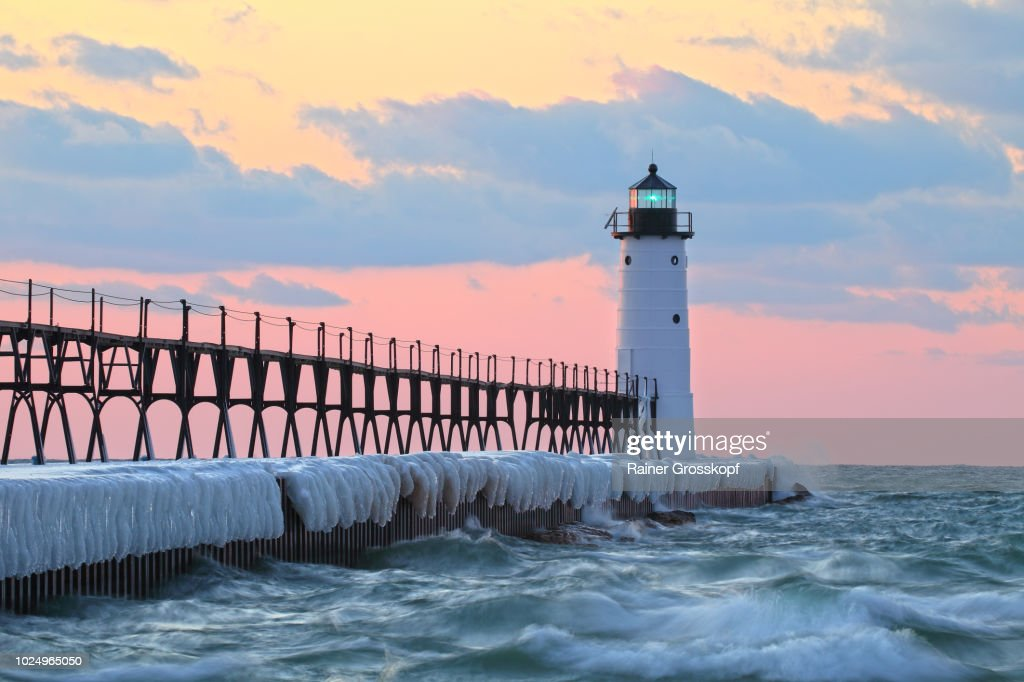 Lighthouse on Lake Michigan in winter : Stock-Foto