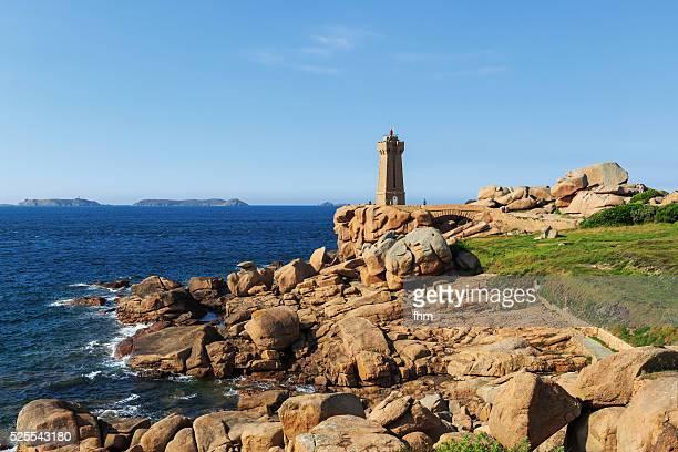lighthouse ploumanac'h, pink granit coast, bretagne - perros guirec photos et images de collection