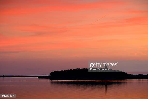 lighthouse sunset - bernd schunack stockfoto's en -beelden