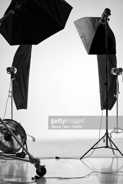 lighting equipment in film studio - film studio stock pictures, royalty-free photos & images