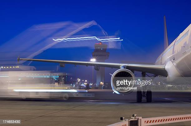 lighting moving around a commercial airplane - airbus a320 stock pictures, royalty-free photos & images