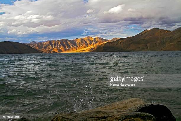 lighting up pangong lake - hema narayanan stock pictures, royalty-free photos & images