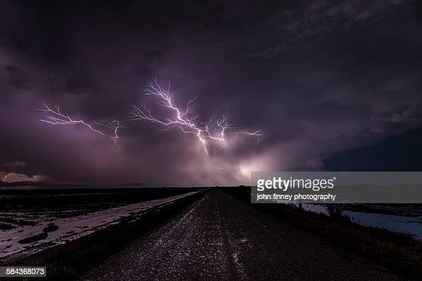 lightning crawlers in the sky, texas - nube temporalesca foto e immagini stock