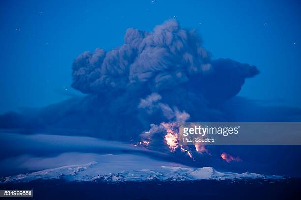 lightning in ash cloud during eyjafjallajokull eruption - volcanic activity stock pictures, royalty-free photos & images
