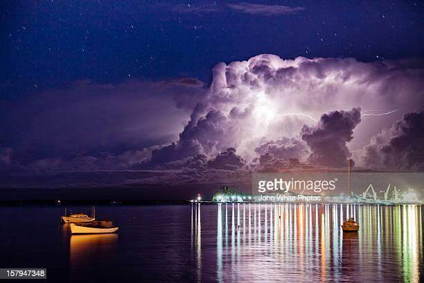 lightning storm over boston bay. south australia. - porto lincoln - fotografias e filmes do acervo