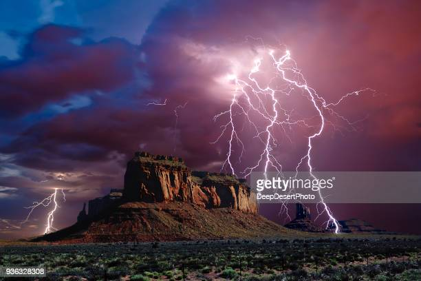 lightning storm over eagle mesa, monument valley,  arizona, america, usa - ponto de referência natural - fotografias e filmes do acervo