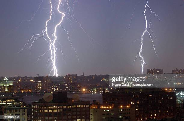 lightnings over new jersey - noam galai stock pictures, royalty-free photos & images