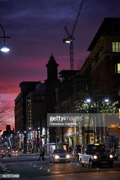 lights, cars, and people on a street of birmingham - birmingham west midlands stock-fotos und bilder