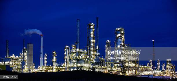 Lights illuminate the TOTAL oil refinery on January 10 2007 in Leuna Germany Crude oil from Russia has stopped flowing to the PCK refinery since 600...
