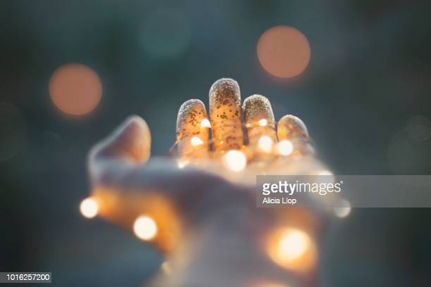 lights in hand - geben stock-fotos und bilder