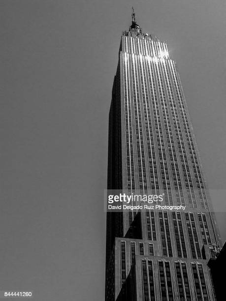 lights on building new york betches mobile call - david delgado ruiz stock-fotos und bilder