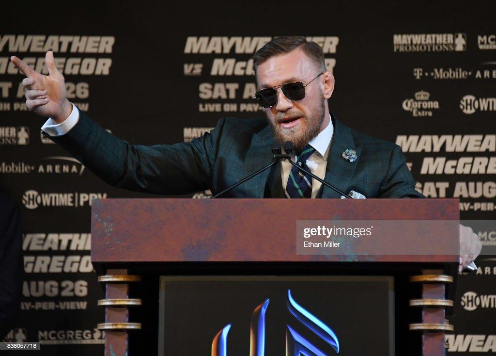 Floyd Mayweather Jr. v Conor McGregor - News Conference : News Photo