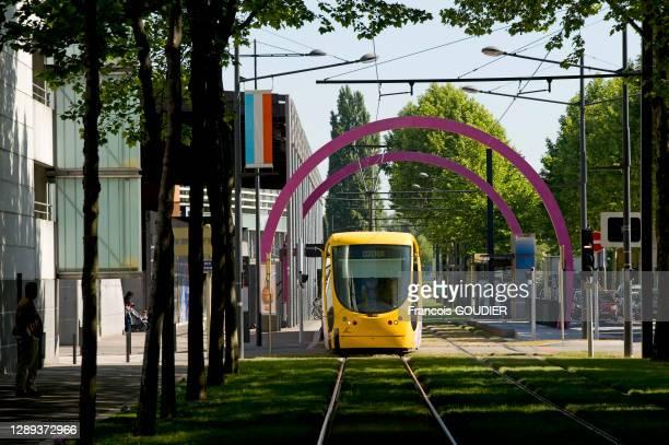 """Ligne de Tram nommée """"Tram/Trame"""" 2003-2006 par Daniel Buren à Mulhouse dans le Haut-Rhin le 18 mai 2011, France"""